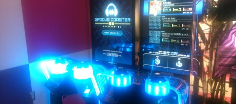 ゲーセンで妖しい光を放つスタイリッシュ筐体『グルーヴコースター』